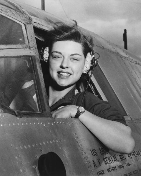 Elizabeth_L._Remba_Gardner,_Women's_Airforce_Service_Pilots,_NARA-542191